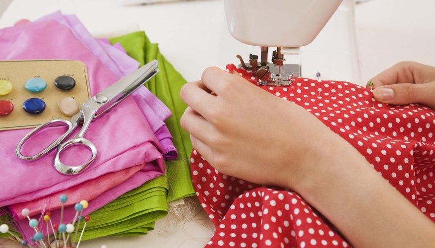 Aprende a cambiar la aguja en la máquina de coser.