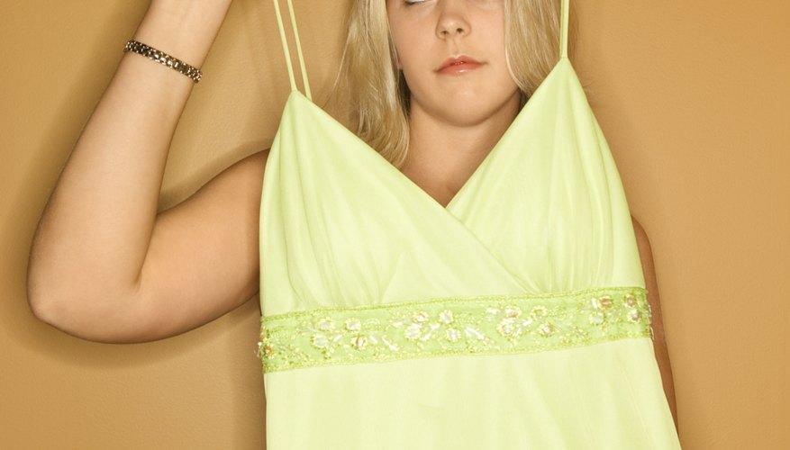 Coloca el vestido en una percha antes de empacarlo.