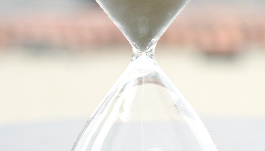 Elaborar un simple, pero elegante reloj de arena involucra sólo algunos materiales.
