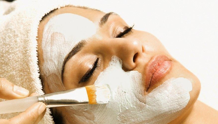 Los salones de belleza ganan ingresos en los servicios ofrecidos, tales como tratamientos faciales.