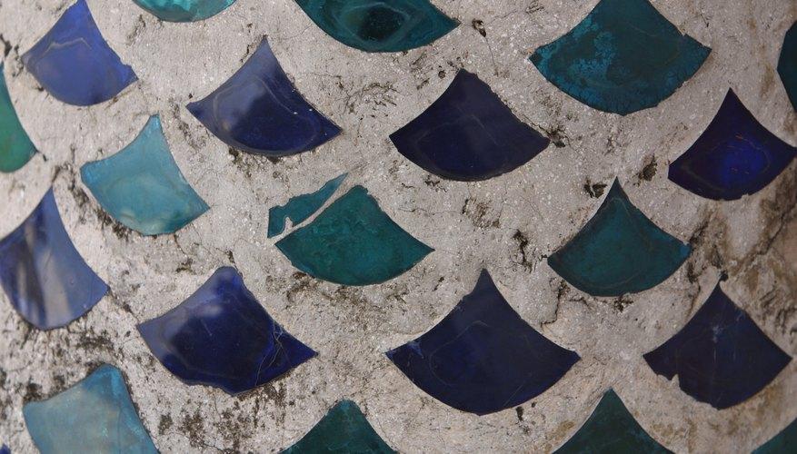 Las piezas de cerámica se fijarán a una superficie con pegamento y lechada.