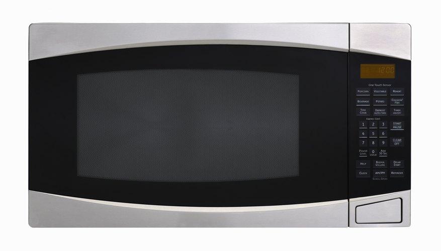 Luego de demasiado uso la pintura del interior de tu microondas puede comenzar a descamarse.