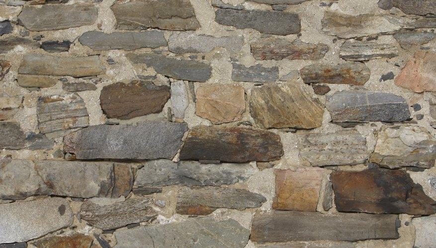 El mortero blanco hace que la piedra destaque.