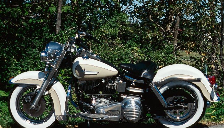 Quitar la rueda delantera de una motocicleta puede parecer una tarea difícil, pero no tiene por qué serlo.