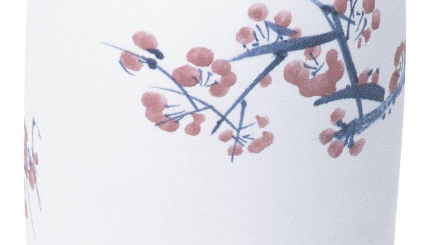 También puedes pintar flores de cerezo en objetos domésticos para decorar.