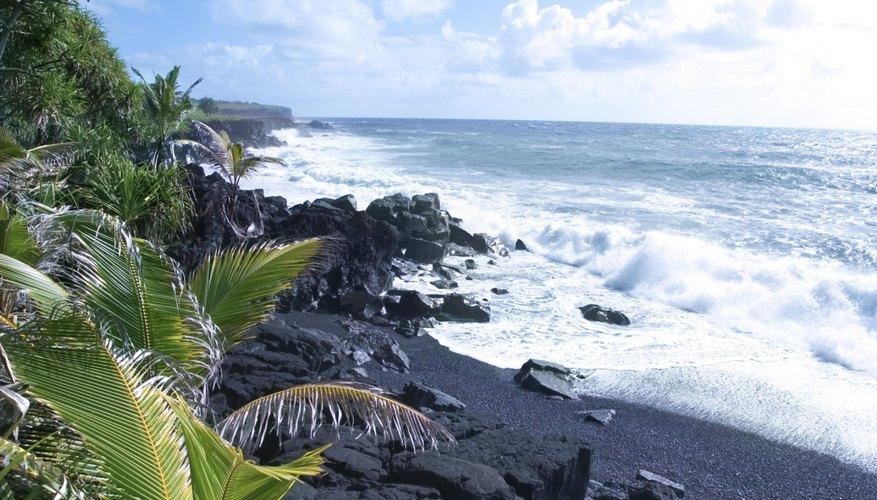 Visita las increíbles playas y volcanes.