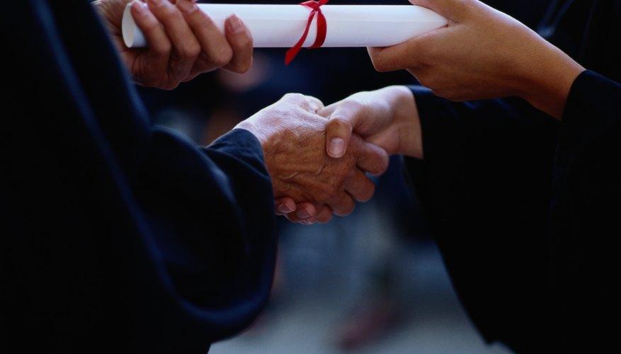 Una maestría o doctorado requieren una mayor demanda intelectual que el título de grado.