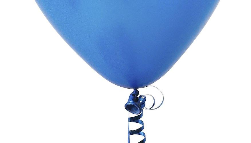 Los globos flotan en el aire, como los barcos en el agua.