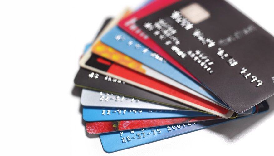 What Is the Difference Between a Visa Debit & Credit Card?