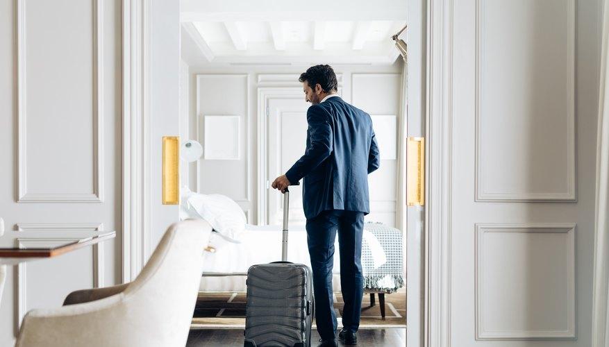 Ingresando a una habitación de hotel