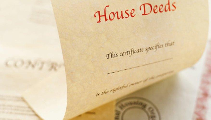 Una búsqueda de los registros del tribunal generalmente le dirá quién tiene la hipoteca de una casa.