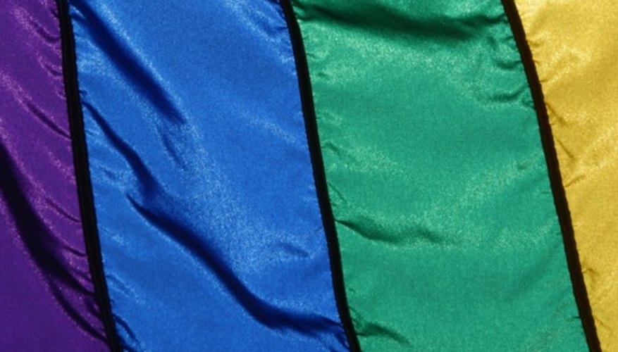 → Materiales necesarios para hacer banderas y carteles de culto ...