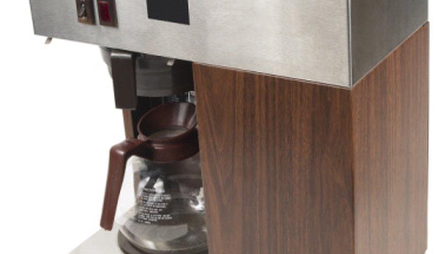 La filtración, utilizada para hacer café, es uno de los métodos para separar sólidos de líquidos.