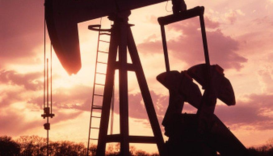 El petróleo crudo está incluido en la categoría más amplia de petróleo.