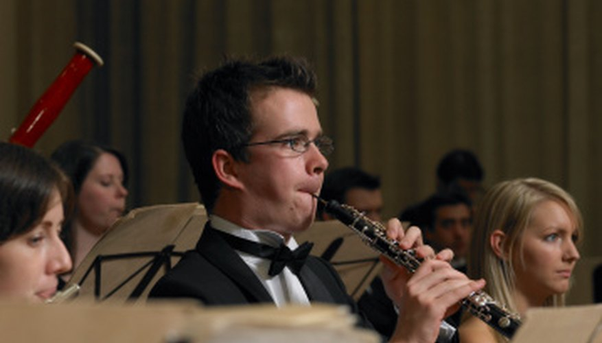Many musicians use the oboe humorously to imitate the cackling of hens.