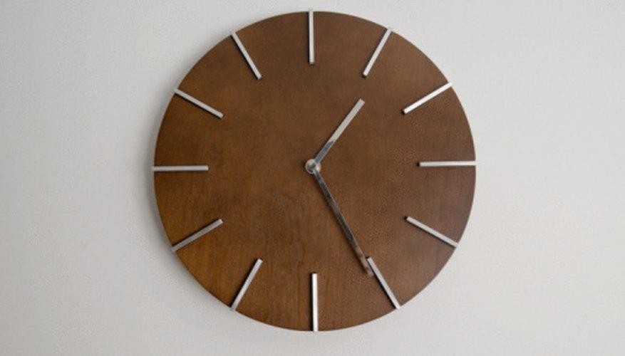 Example of a DIY wooden clock.