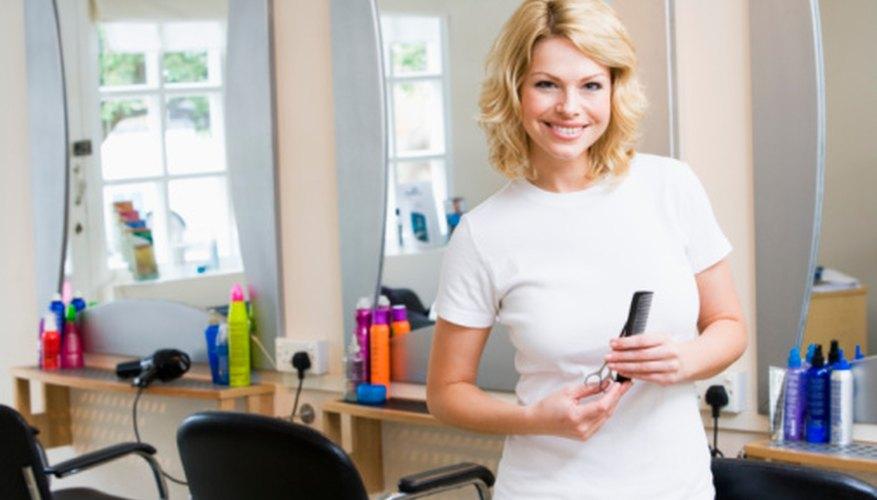 Decorar un salón de peluquería es esencial para crear un ambiente atrayente para los clientes.