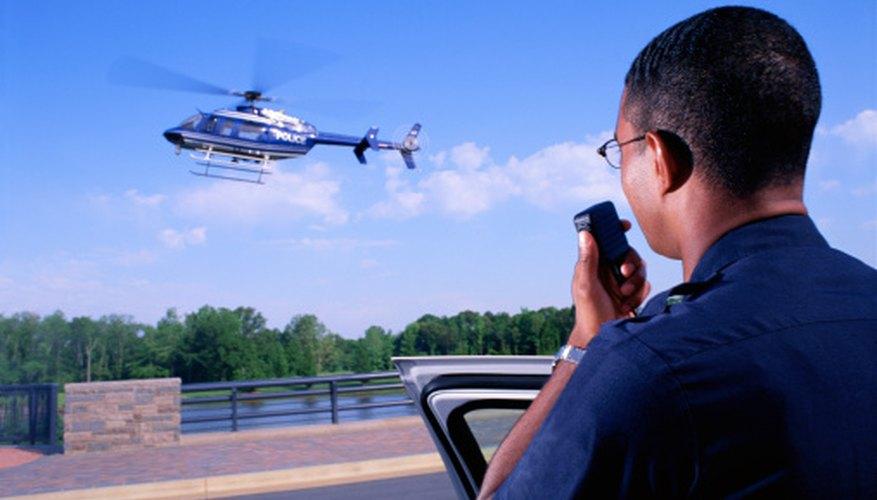 Los ingenieros aeronáuticos diseñan, prueban y monitorean aviones.