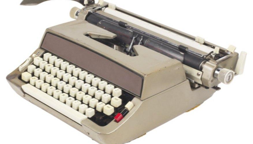 Reinstala la cinta de tu máquina de escribir para hacer documentos en ella.