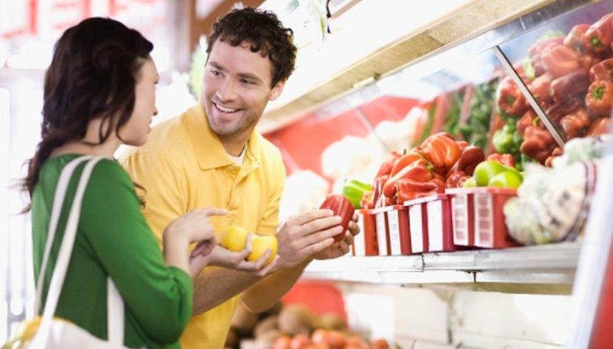 Las disposiciones de un supermercado están diseñadas para hacer que los compradores se demoren dentro de la tienda.