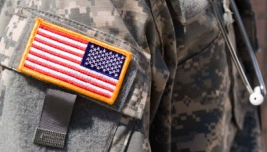 Los postulantes a las Fuerzas Armadas de EE.UU. deben cumplir los mismos requisitos que los miembros en servicio activo.