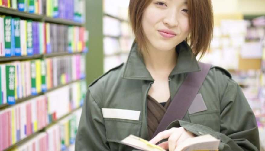 Financing options for starting a bookstore do not include federal grants.