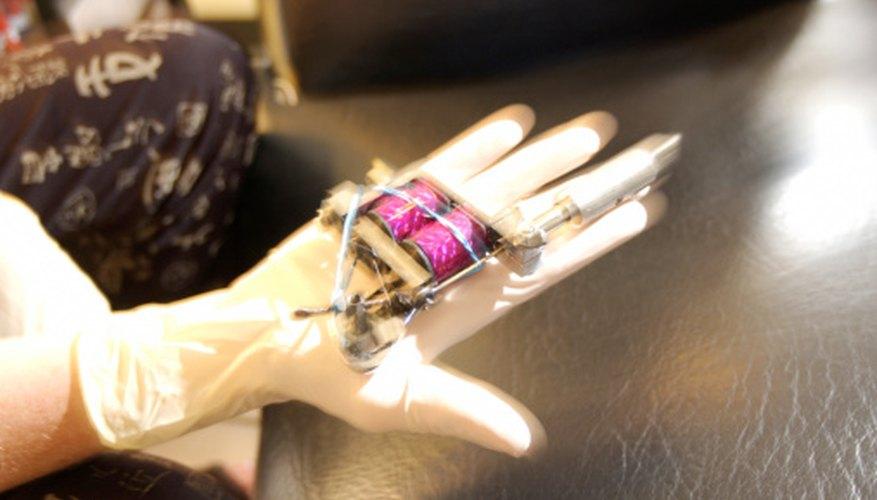 Una buena máquina para hacer tatuajes no sólo depende de su calidad, sino también del tamaño y peso del usuario.