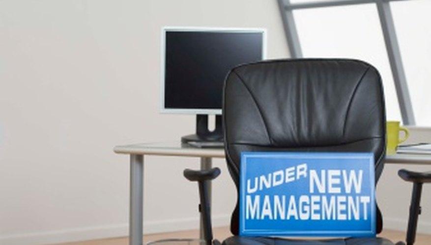 Gestiona un cambio organizacional con cuidado para asegurarte de que los empleados se mantengan productivos.
