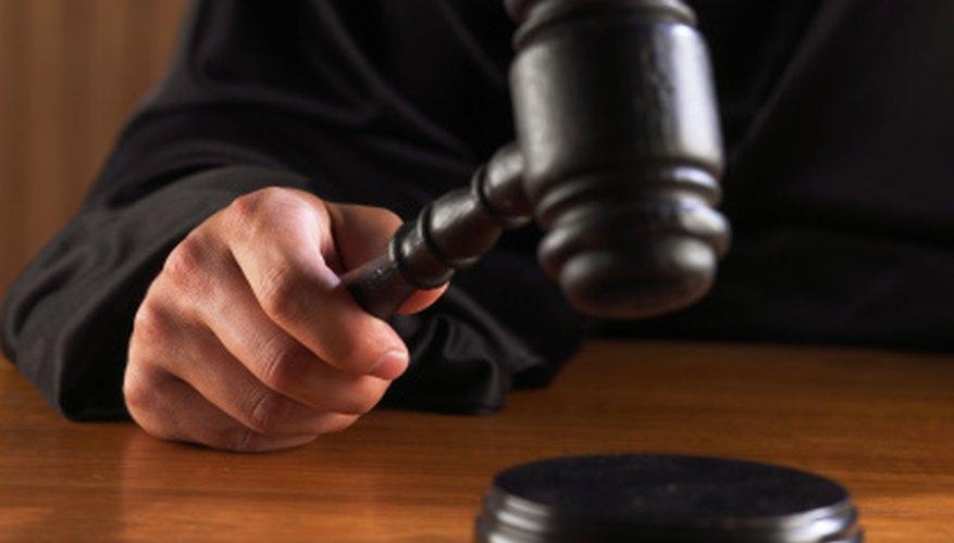 Si tu inquilino se niega a pagar o dejar tu propiedad, estarás forzado a llevarlo a juicio.