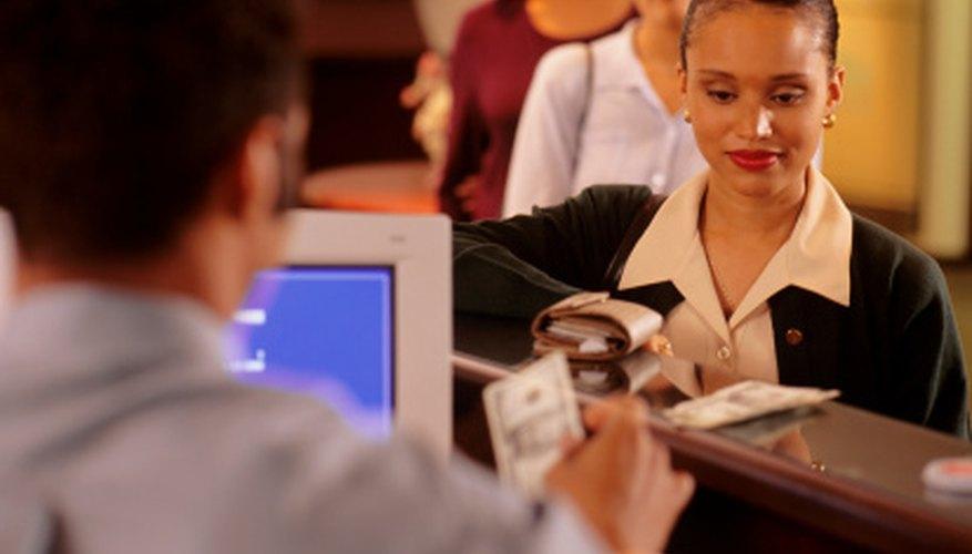 Usa un formulario de retiro cuando vayas al cajero a sacar tu dinero.