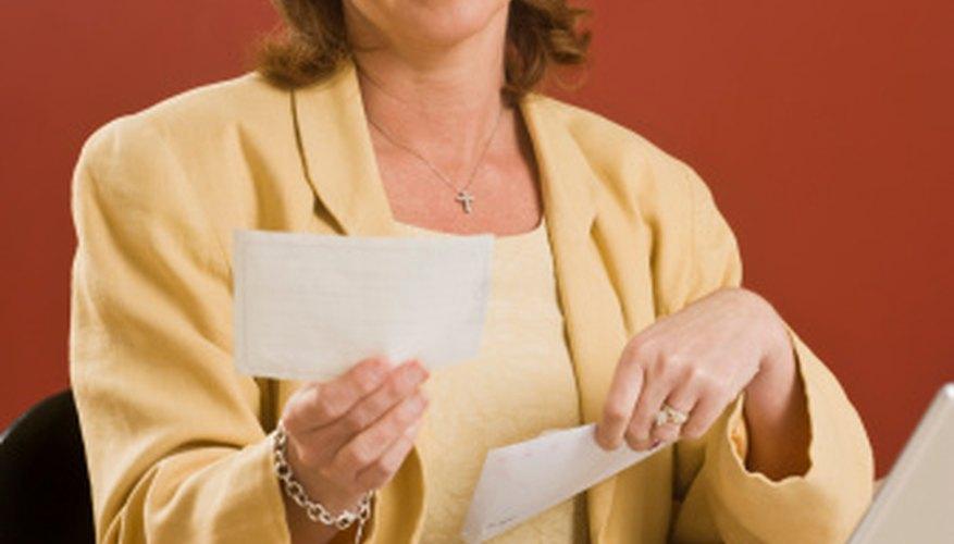 Solicita cambios de turno mediante una carta formal.