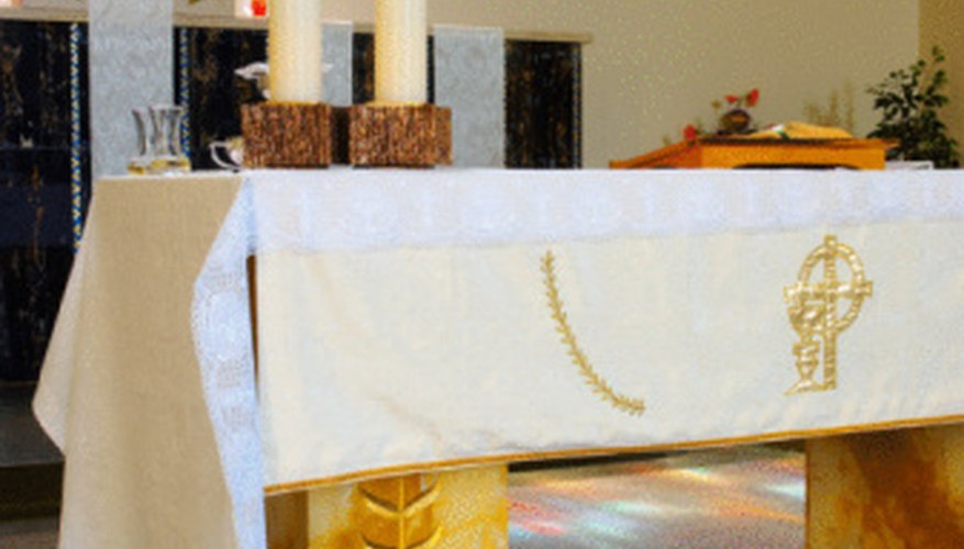 Decor on the altar at Easter should be white to reflect the resurrection of Jesus.