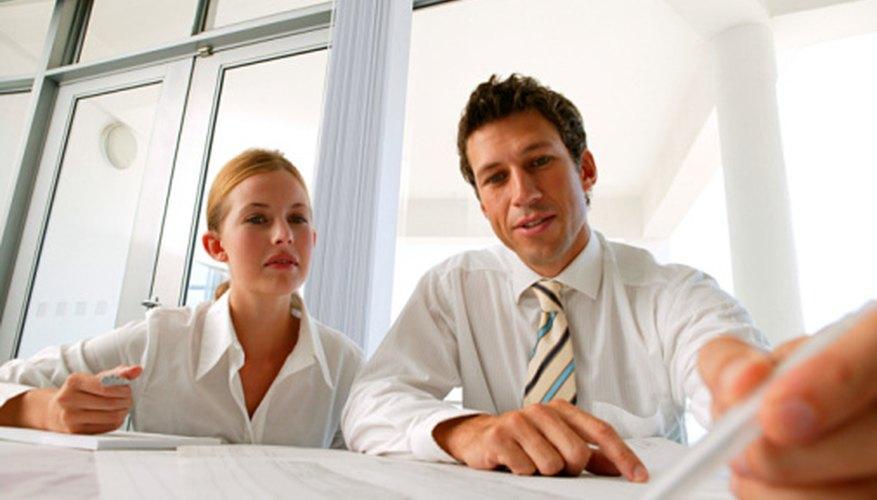 Un informe ejecutivo es generalmente la primera parte de un plan de negocios, informe o proyecto, y sirve para resumir todo el contenido del proyecto, destacando los puntos clave.