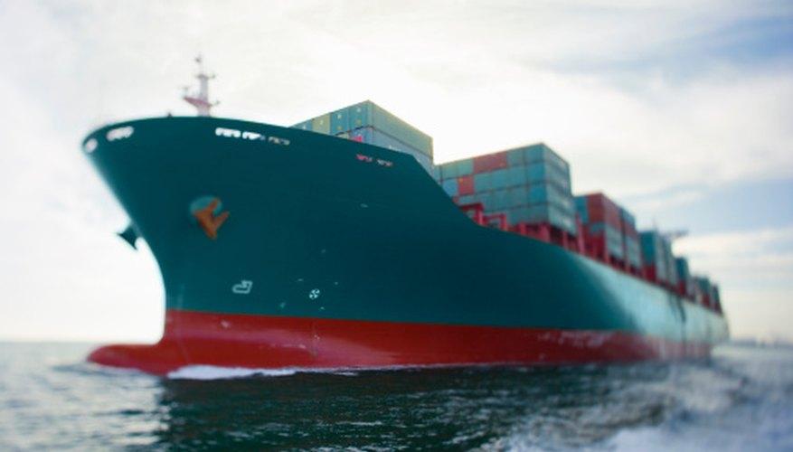 El envío de paquetes en barco en lugar de en un avión puede ser mucho más rentable.