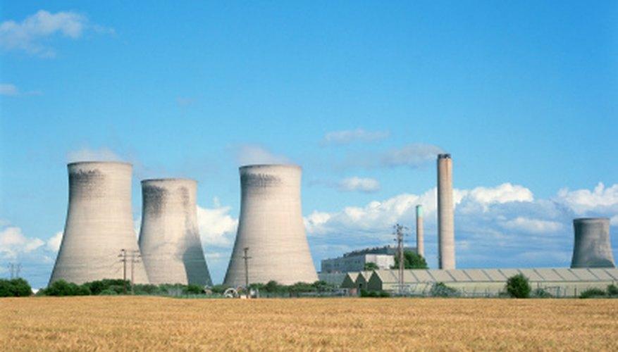 La energía nuclear hace uso del deterioro radiactivo de un elemento y la vida media.