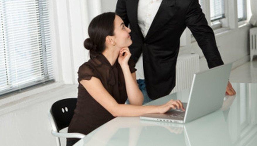La capacitación del desarrollo profesional se acopla con el empleado en el desarrollo de las habilidades.