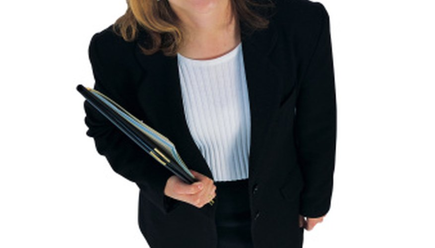 The commercial agent presents an insurance plan to the organization that will minimize its risk.