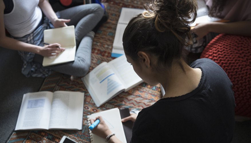 Advantages & Disadvantages of Rising College Tuition