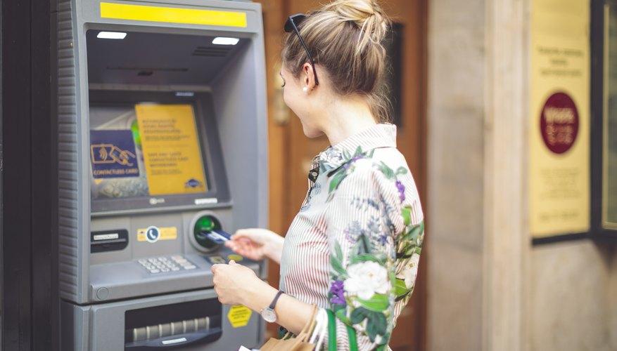 Es muy fácil trasferir dinero desde un cajero automático