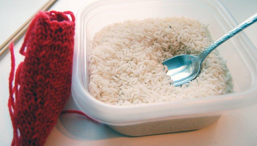 Rellena el corazón con arroz.