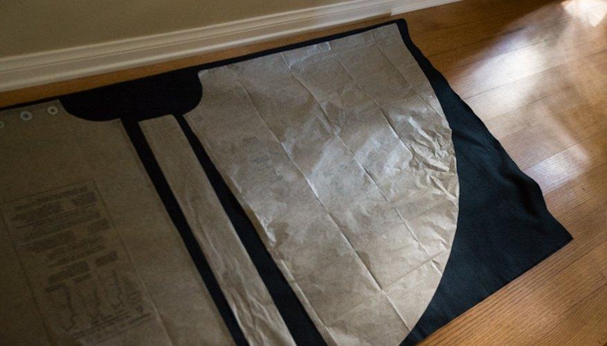 Sigue las instrucciones específicas del molde que has escogido para cortar la tela.