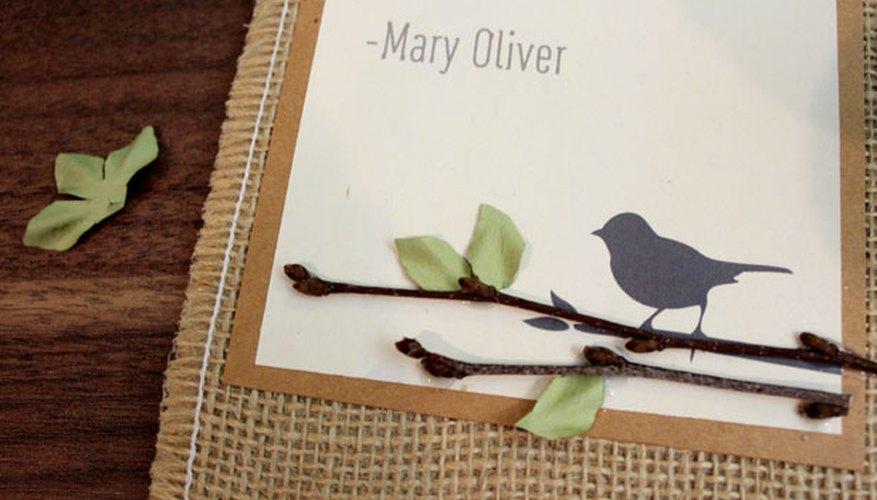 Adorna la imagen con ramas y hojas.