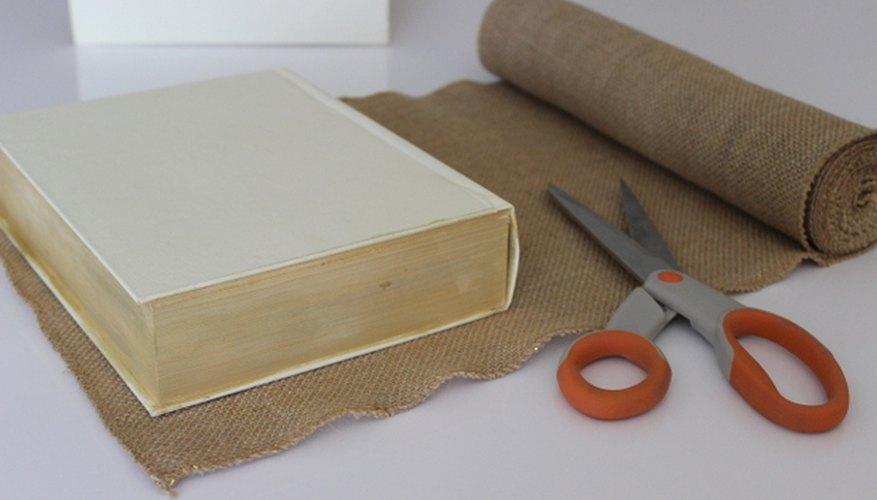 Los rollos de arpillera son poco costosos y fáciles de manipular.