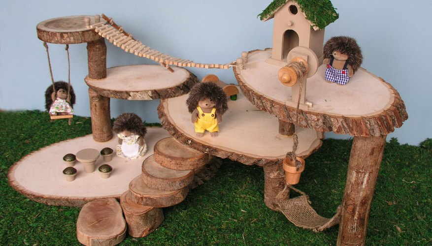 Una casa del árbol en miniatura.
