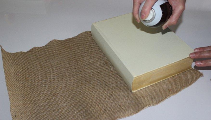 Usa el adhesivo en aerosol en una habitación bien ventilada.