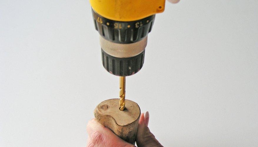 Perfora agujeros para las clavijas.