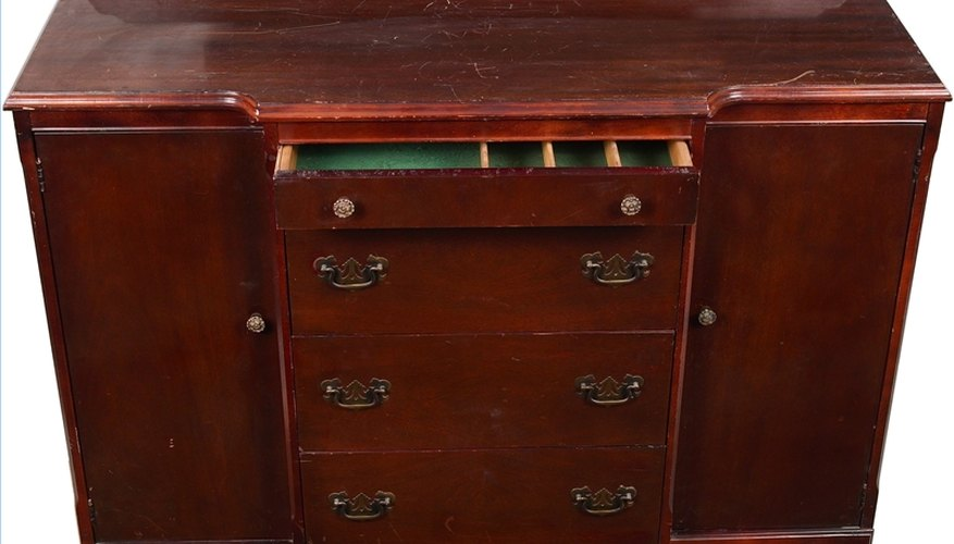 Evaluate Antique Furniture
