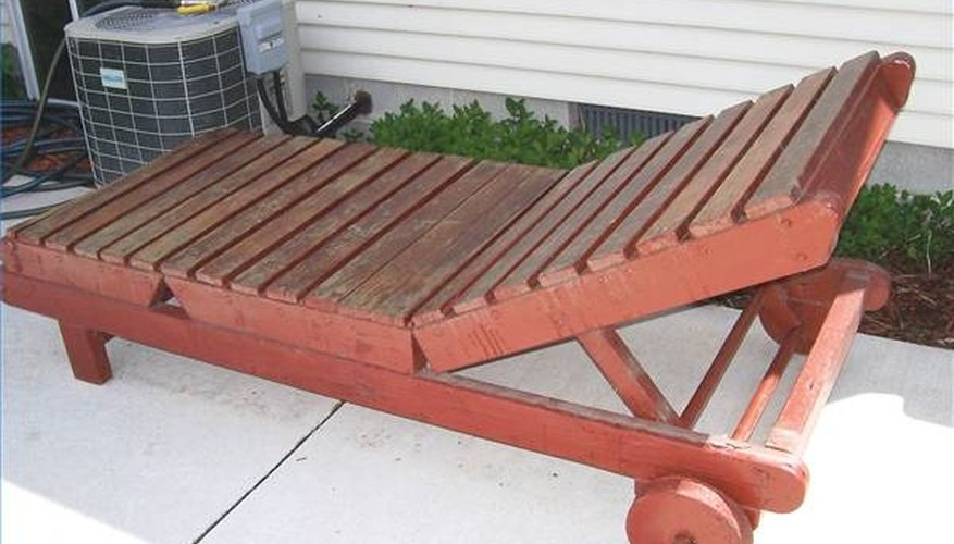 Build a Wood Chaise Lounger