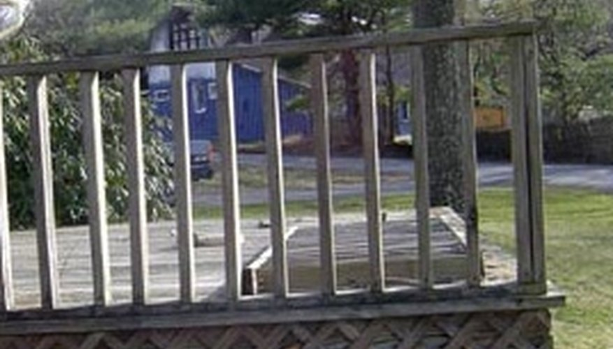Types of deck railing homesteady for Types of balcony