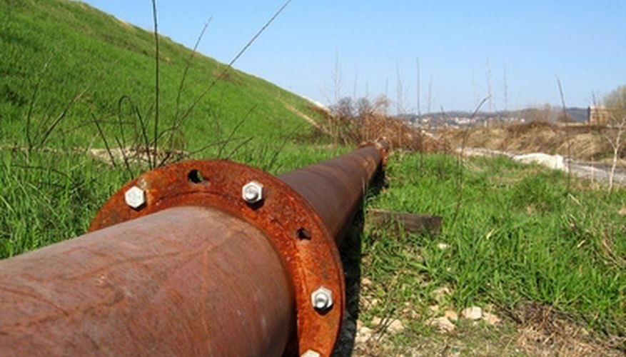 Flows are determined in pipelines by differential pressure measurements.